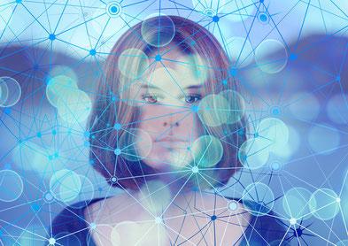5G Technologie Frau mit Strahlung