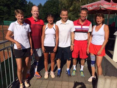 Team Sachsen v.l.n.r.: Ulrike Schwerdtner, Maik Reichel (beide Weißer Hirsch DD), Heike Pursche (TC Zittau-Weinau), Ernst Schneider (TCW), Dr. Thomas Nöcker (RW Naunhof), Dagmar Schulze  (Dresden Zschaagwitz)