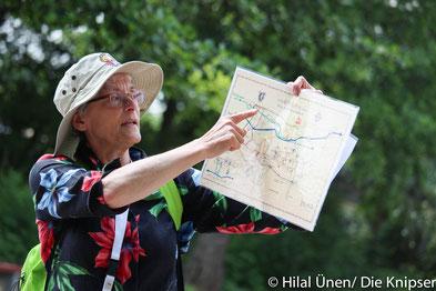 Inga May führt die Gäste durch die Mühlen und ihre Geschichte.