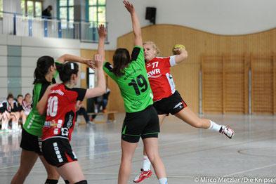 Am Ball: Elena Weick (Nummer 77)