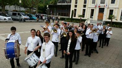 école de musique emc crolles-gresivaudan : musiciens lors de la commémoration du 11 novembre