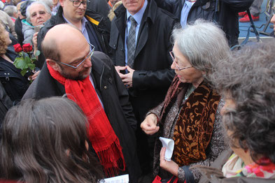 Martin Schulz und Netzwerk-Sprecherin Ella Kraft im Gespräch