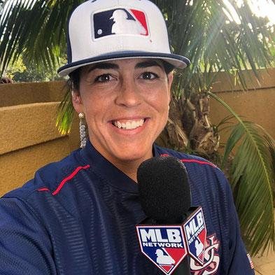 Nella foto Veronica Alvarez intervistata da MLB.TV (Foto tratta dal profilo Twitter di Veronica Alvarez)