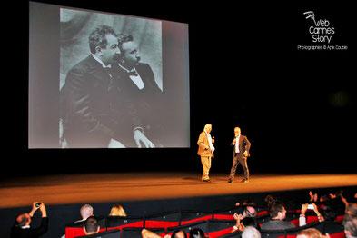 Thierry Frémaux et Betrand Tavernier, sur scène, pour les 120 ans du Cinéma et l'hommage aux frères Lumière - Festival de Cannes 2015 - Photo © Anik COUBLE
