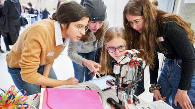270 Mittelstufenschülerinnen starten in ihr Programmjahr »mint:pink« (Foto: Initiative NAT/Claudia Höhne)