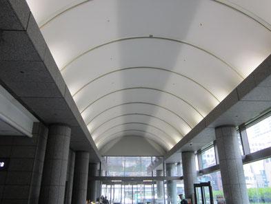 特許庁 1階エントランスの写真