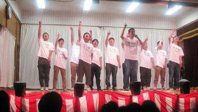 今回はメンバー全員が出演。手話は完璧のデキでした。