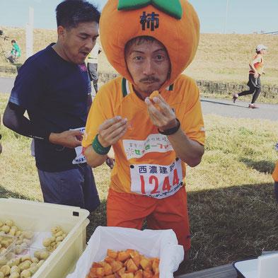 ,いびがわマラソンで富有柿の販売