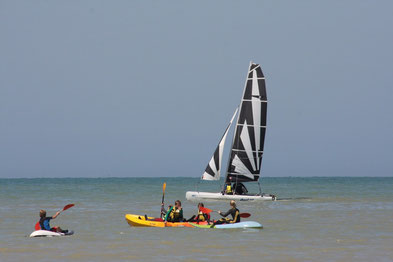 Catamaran et Kayak en naviguation