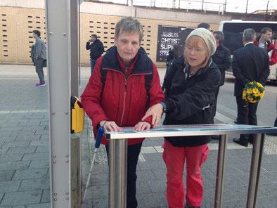 Auch ein Tastplan am Busbahnhof muß erst einmal erarbeitet werden.