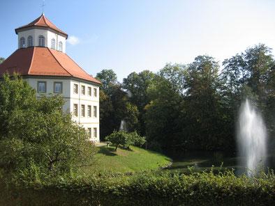 Blick von der Praxis auf das Rathaus von Oppenweiler