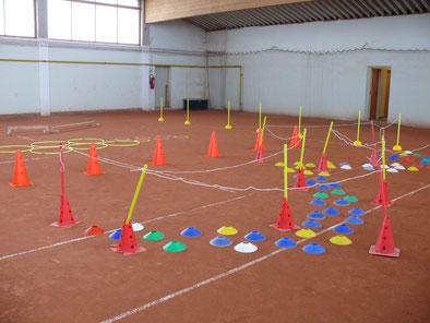 Die leere Tennishalle - Der Parcours wartet schon!