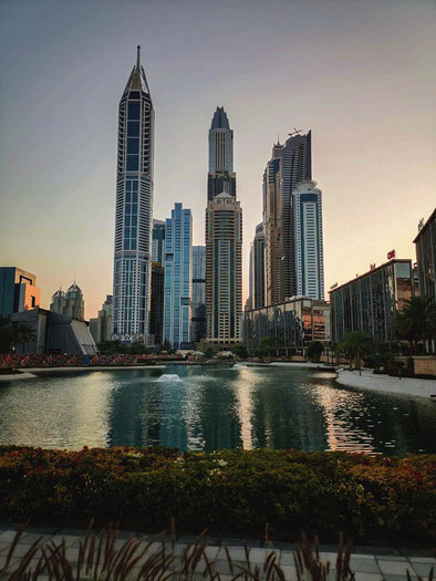 Blick auf die Dubai Marina, vom Media City Amphitheater