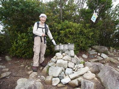 堂満岳(1,057m)山頂にて