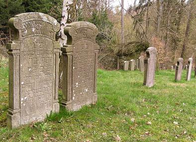 Grabsteine auf dem jüdischen Friedhof in Erdmannrode
