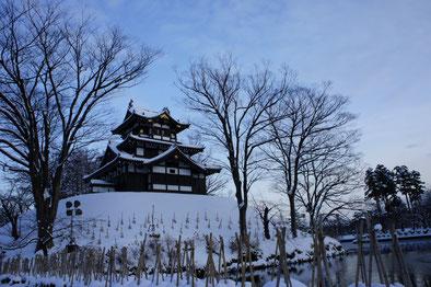 研修後に立ち寄った高田城三重櫓。寒波の合間、一瞬青空が顔をのぞかせました