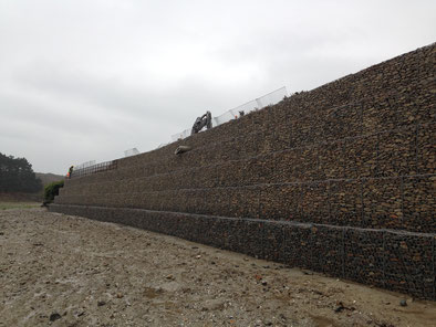 Construction mur de soutènement en gabion - mur poids en gabions