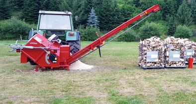 Brennholzaufarbeitung Brennholz sägen mit einer Trommelsäge
