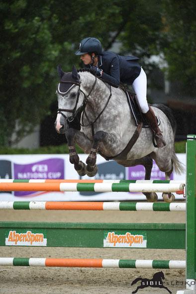 Rosa Schrot und Golddust holen sich den Titel bei den Junioren © sIBIL sLEJKO