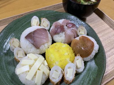 今夜は手まり寿司を作ってみました。大きすぎましたね。笑。味は美味しかったですよ。