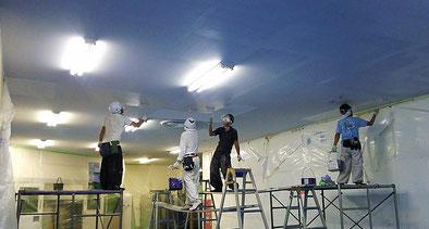 さいたま市の工場、室内ジプトーン天井塗装工事中の様子