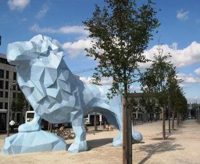 Le lion, sculpture de Xavier Veilhan, place Stalingrad à Bordeaux (M. Depecker)