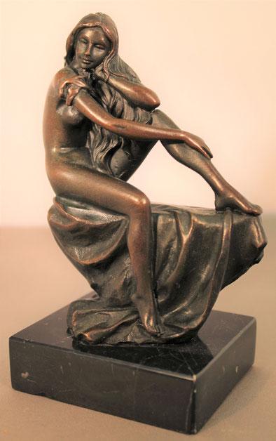 te_koop_aangeboden_een_bronzen_beeld_een_vrouwelijk_zittend_naakt_bij_kunsthandel_martins_anno_2018