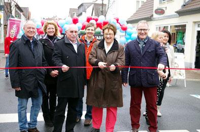 Der Palmsonntag ist in Pfungstadt ein verkaufsoffener Sonntag. In diesem Jahr eröffnete die Staatssekretärin im Wirtschaftsminisiterium Brigitte Zypries die Einkaufsstraße .