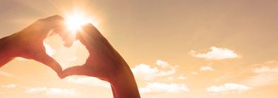 lebeinfreiheit.de- Hand als Herz Licht- Seminar Hamburg Heiler Energiearbeit ganzheitliche Beratung spirituelle Heilung Transformation Persönlichkeitsentwicklung bedingungslose Liebe ganzheitliches Coaching Bewusstseinserweiterung