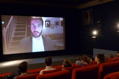 Filmsaal mit Zuschauern und live zugeschaltet über Skype Sebastian Musch der Deutschen Gesellschaft für ME/CFS