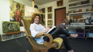 Corinna Weiss in ihrem Atelier in Haar bei München