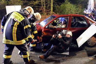 Bild-Dreh: Rettung aus einem Unfallwagen