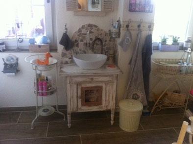 Waschkommode mit Stil und Charme