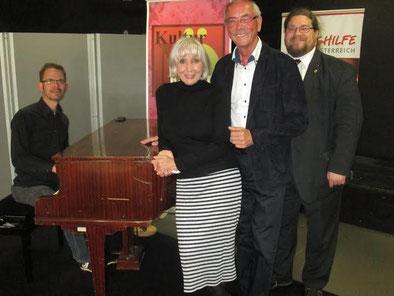 V.l.n.r.: Pianist Florian Schäfer, Prof. Topsy Küppers, Prof. Ewald Sacher, GR Mag. Klaus Bergmaier. Foto: zVg