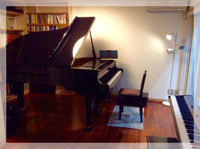 グランドピアノの地下レッスン室