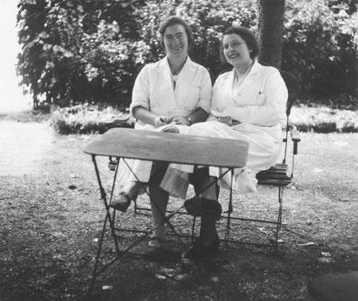 Marguerite Perey (à gauche)