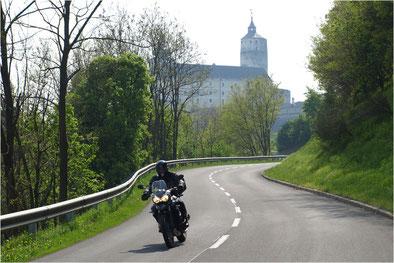Vor der Burg Forchtensein