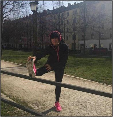 Daniela wohnt in München und geht am liebsten im Englischen Garten laufen.