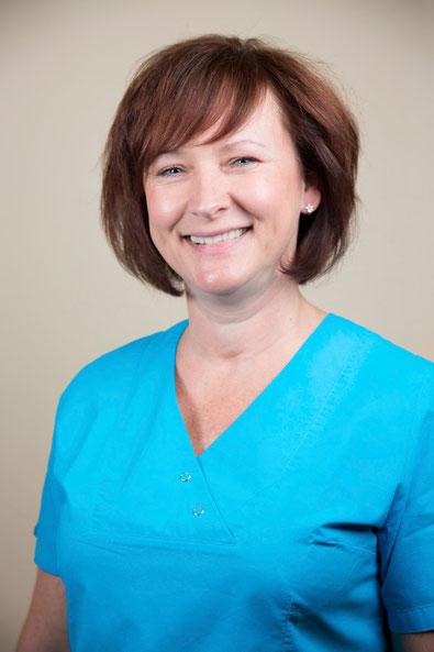Zahnarzthelferin Kerstin Zahnarztpraxis Dipl. Stom Constanze Quaas, Leipzig Zentrum Süd für Zahnersatz auf Implantat, Zahnreinigung, Zahnfleischbehandlung