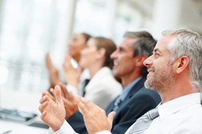 Titelbild der Kategorie Inhouse Workshops Personalentwicklung, applaudierendes Publikum