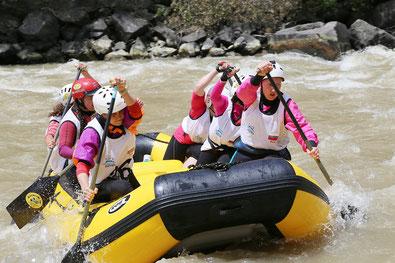 Titelbild der Kategorie Leadership XTreme - Führungskräftetraining outdoor, Team beim Rafting