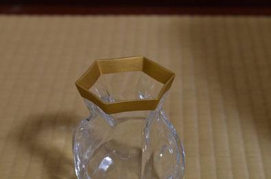 花瓶の縁を消し金仕上げ
