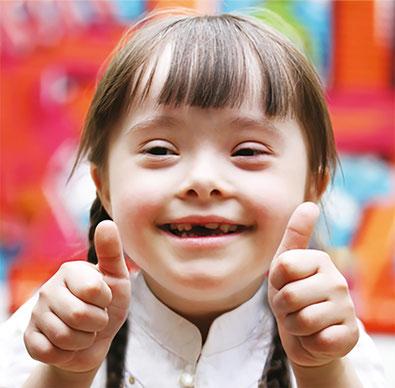 Mädchen mit Down-Syndrom (Trisomie 21)