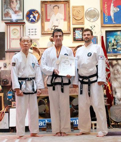 v.li.n.re Großmeister Kwon, Jae Hwa (7.Dan), Karl Dressel (3.Dan), Großmeister Sebastian Pitsch (5.Dan)