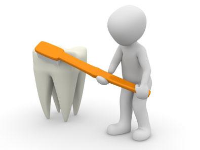 weißes Männchen mit Zahnbürste, das einen überdimensionalen Zahn reinigt.