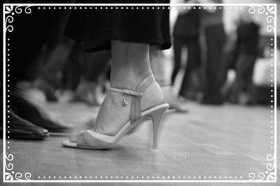 pieds d'une danseuse de tango