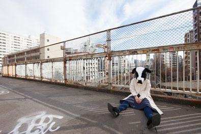 腰痛を我慢する奈良県香芝市の女性