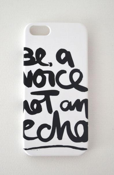 """Handyhülle """"be a voice not an echo"""""""
