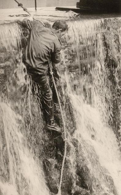 Abseilen im Wasserfall. Challenge