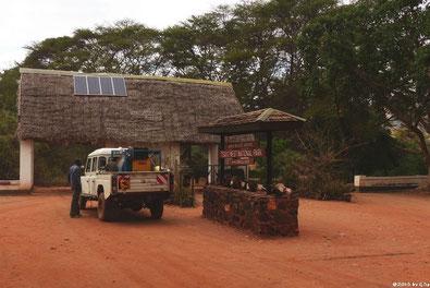Einfahrt zum Tsavo West Nationalpark am CHYULU GATE